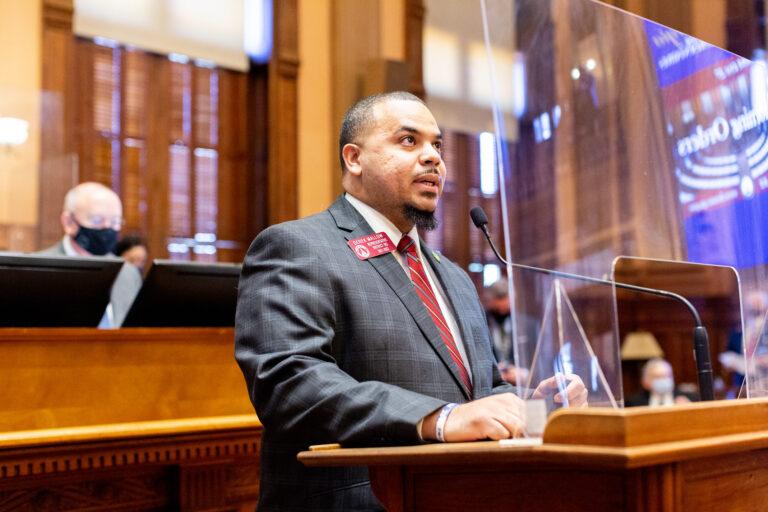 Rep. Mallow addressing fellow legislators